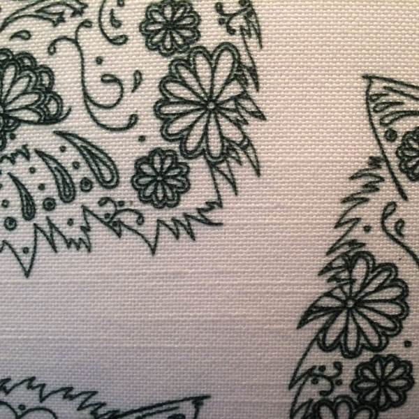 Line Gomez White Cushion – Detail