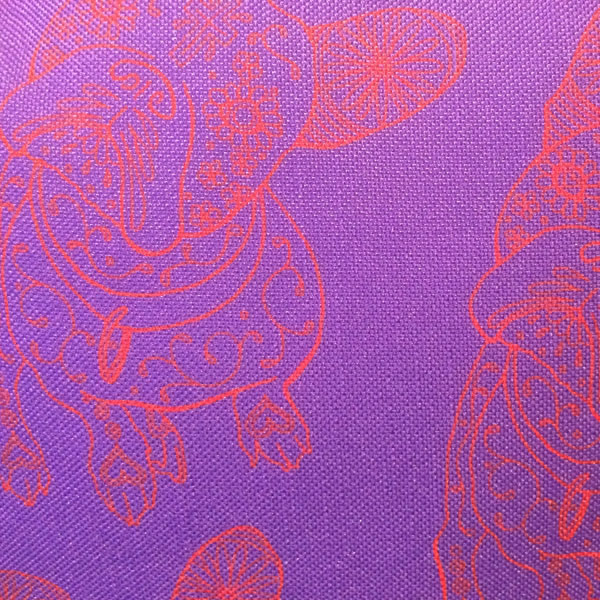 Line Hodge Purple Cushion – Detail