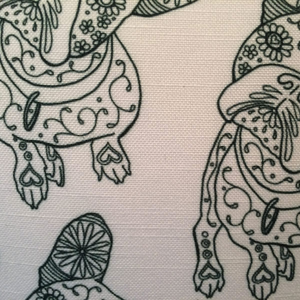 Line Hodge White Cushion – Detail
