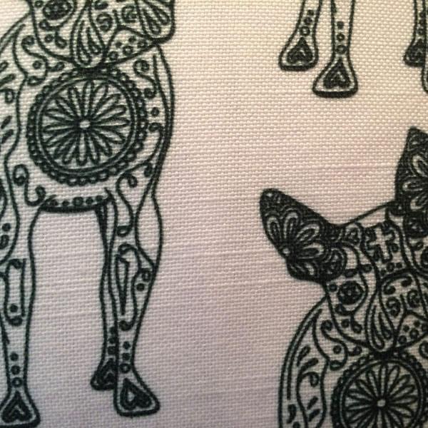 Line Lucille White Cushion – Detail